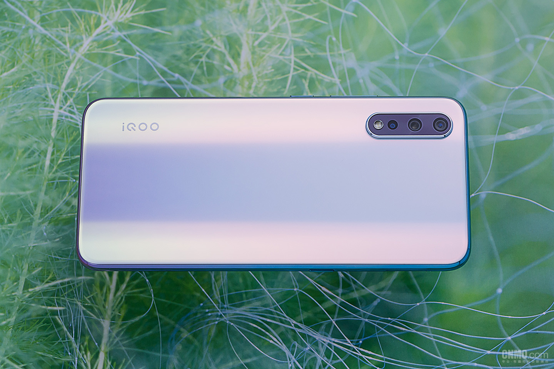 iQOONeo855版(6+64GB)整体外观第4张